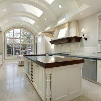 Beautifull-White-Kitchen-With-Skylights-min
