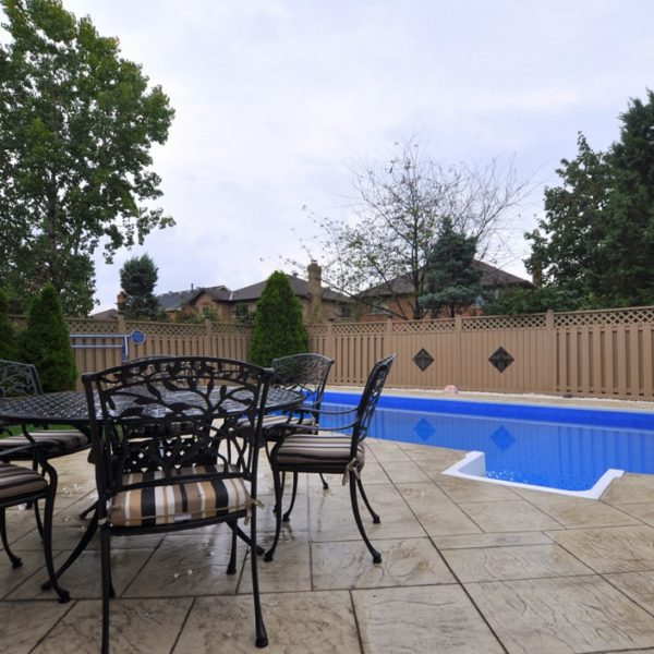 Fenced-Patio-With-Swiming-Pool