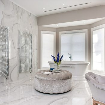 Large-Relaxing-Bathroom-Space