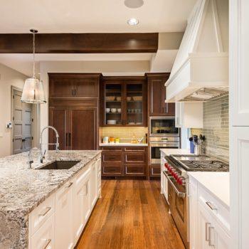 Modern-Style-Kitchen-With-Exquisite-Quartz-Countertops