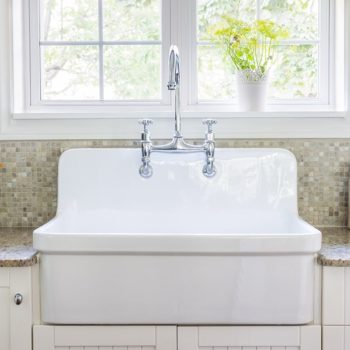 Trendy-Country-Style-Kitchen-Sink